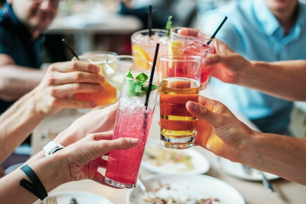 Pogovor z otrokom o alkoholu: kaj vprašati in kaj povedati