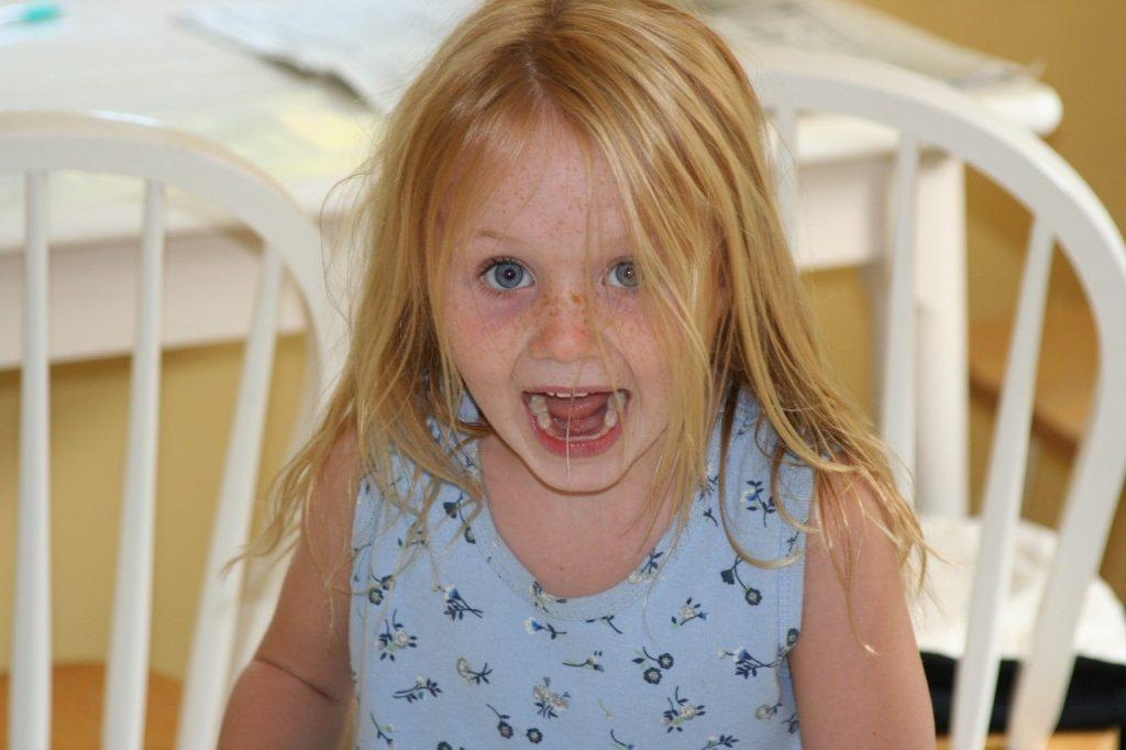 Zakaj otroci včasih tepejo, čeprav se počutijo varno in povezano?
