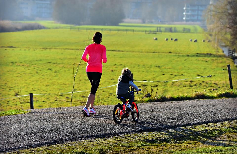 Pet načinov, da ostanete povezani s svojim otrokom tudi na slab dan