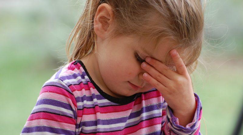 Sedem vprašanj, ki vam pomagajo prepoznati otrokovo stisko in kako ukrepati