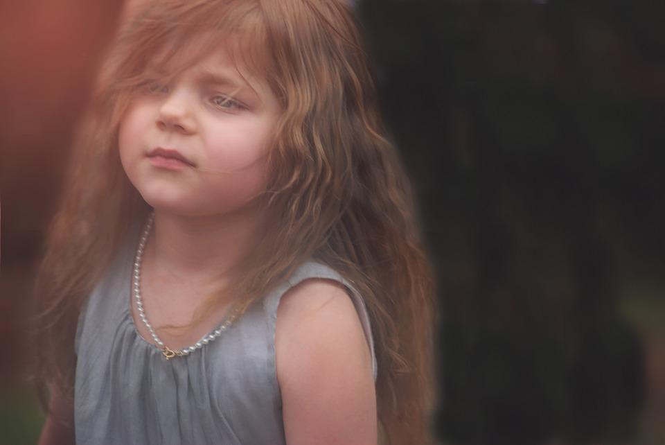 Kaj pa če otrok hlipa, solz pa ni? Ali samo izsiljuje?