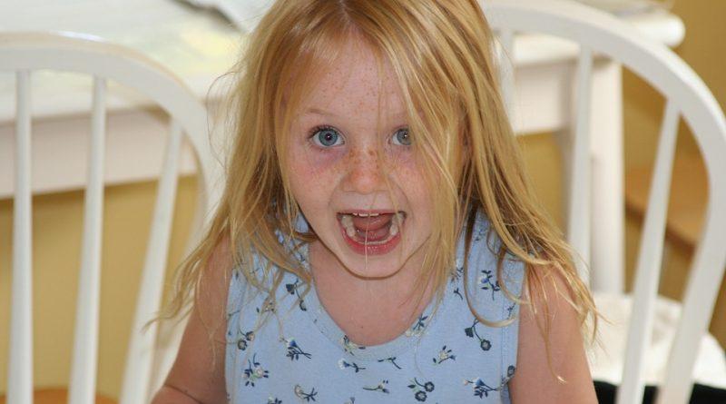 Kako doseči, da otrok upošteva meje, brez kaznovanja