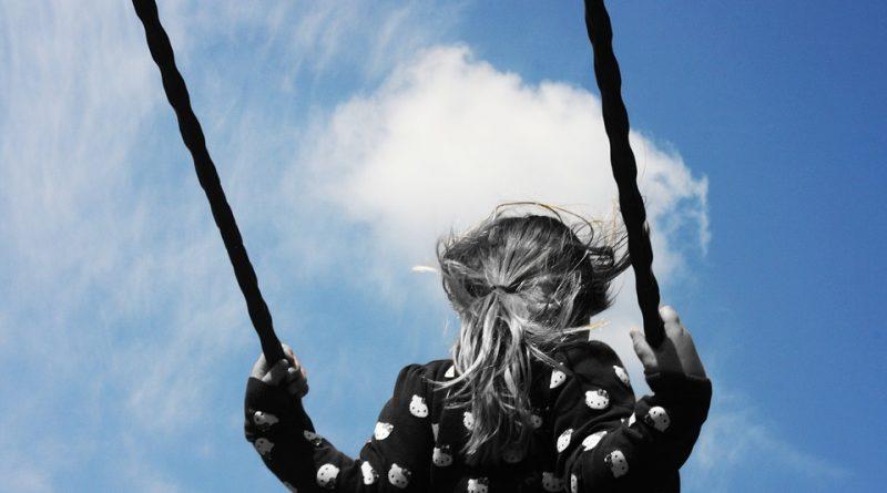 Kako lahko preprečimo, da tesnobnost in anksioznost prenesemo na svoje otroke