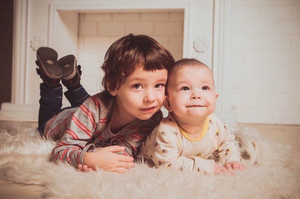Težaven sin po rojstvu bratca