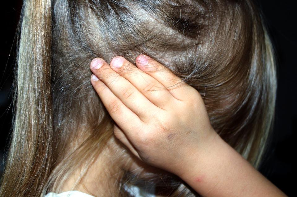 Zmerljivka ali dve, zaušnica, dve, tri, poniževanje, izločanje, obrekovanje … del odraščanja?