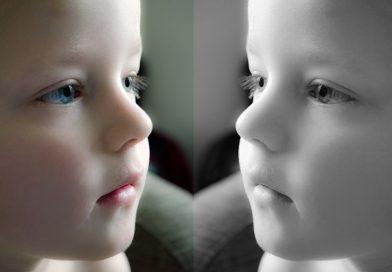 Kako otroku pomagati, da sprejema samega sebe