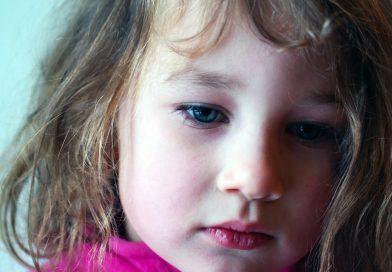 Kako odreagirati na otrokovo stisko?