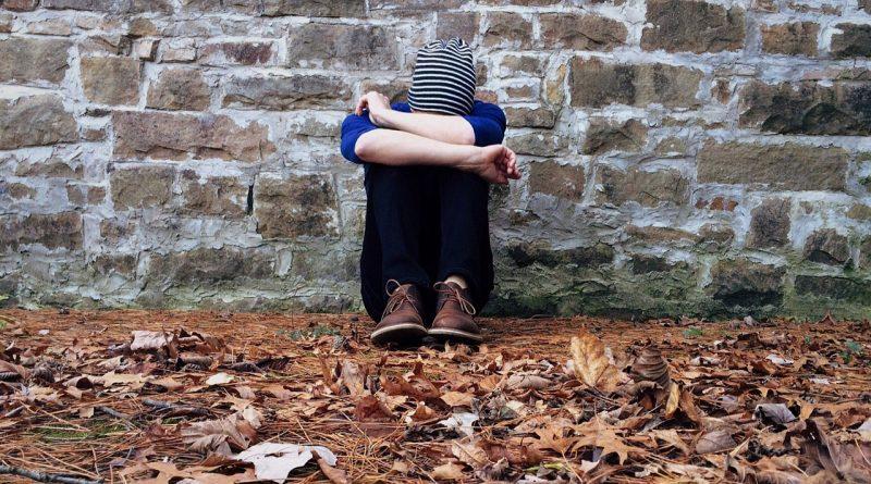 Moj otrok se samopoškoduje, kaj naj naredim?