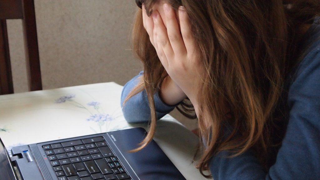 Samopoškodovanje - 5 napak, ki jih naredimo starši