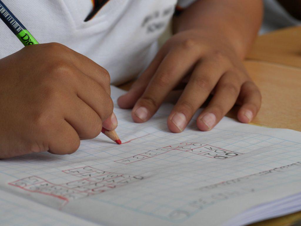 Moj 10-letnik ne dela domačih nalog! Kaj naj naredim?