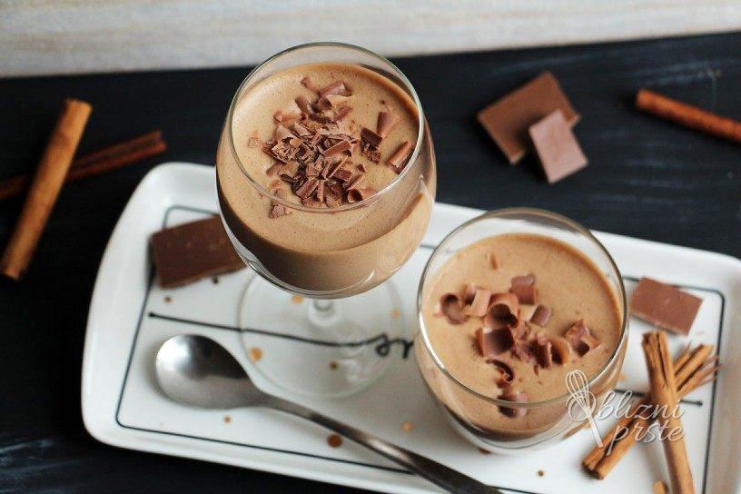 Čokoladna pena v kozarcu