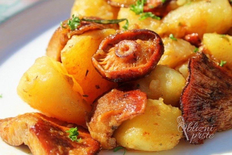Gobice na maslu s česnom in krompirjem