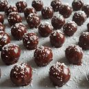Slastne snežno čokoladno-kokosove kroglice
